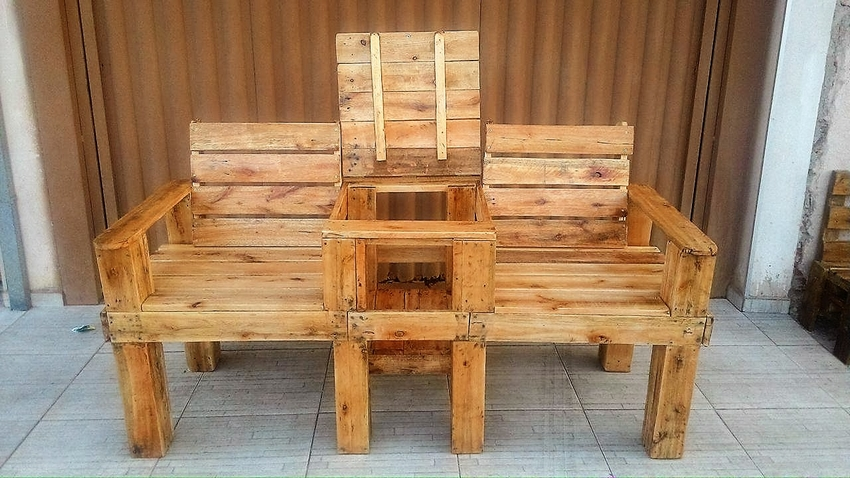 pallet-double-chair-with-center-storage