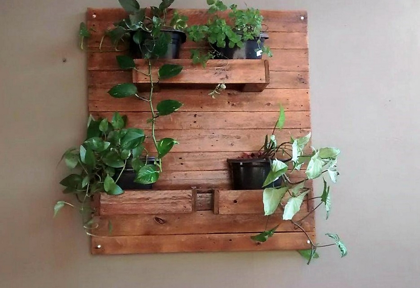 wall-decor-with-wooden-pallets