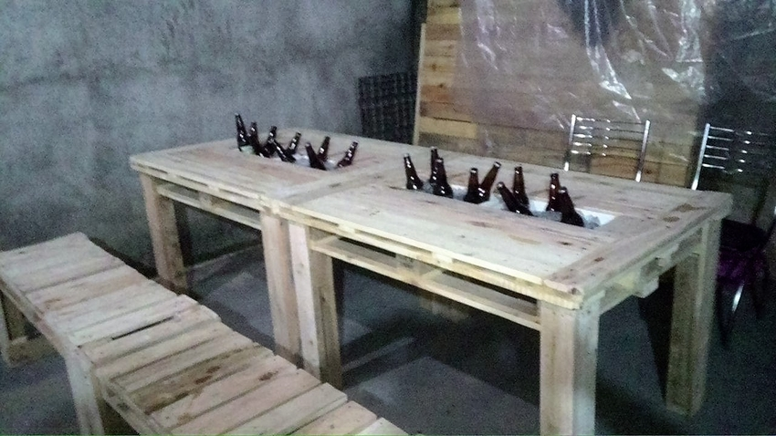wooden-pallet-table-with-ice-bank