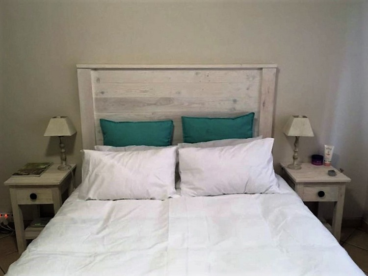 pallet-perfect-pallet-bed-with-headboard