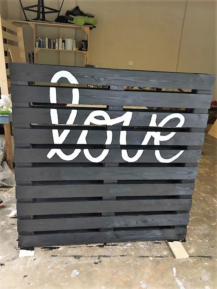 pallet-perfect-pallet-love-sign