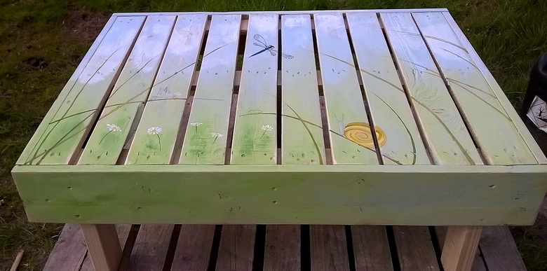 artistic-pallet-table