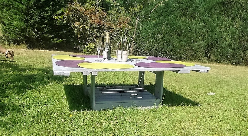 outdoor-pallet-wooden-table