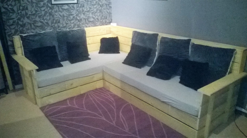 pallet-corner-sofa