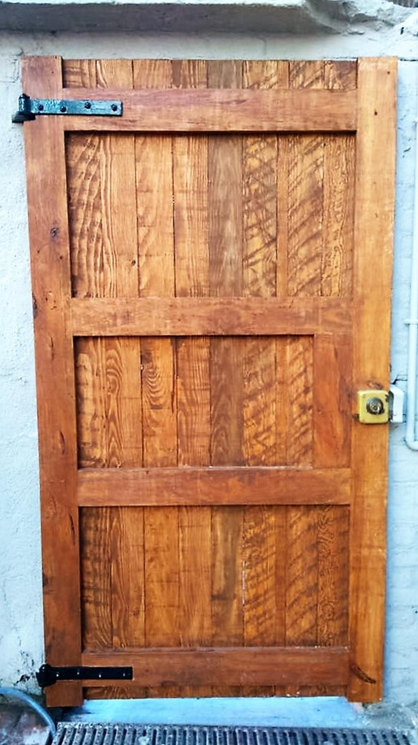 pallet-made-door