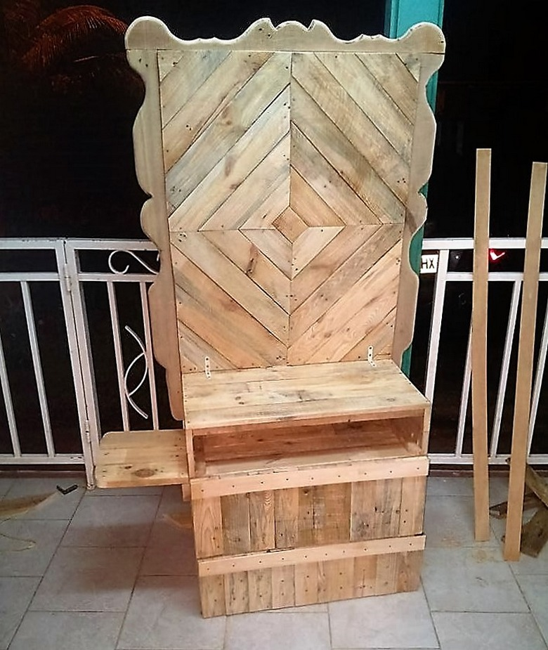 pallet-made-tv-stand