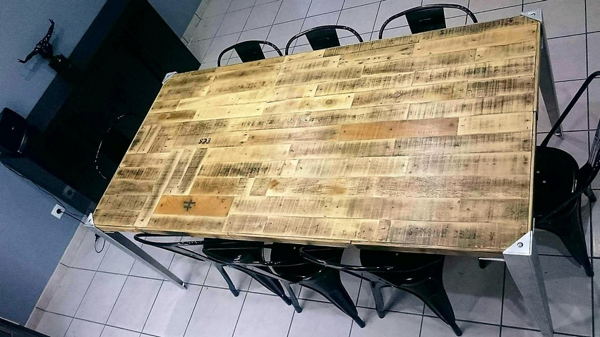 reclaimed-pallet-wood-table