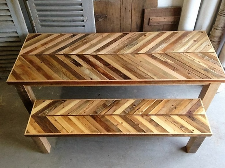 recycled-pallet-benches
