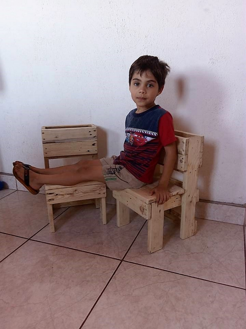 recycled-pallet-kids-furniture