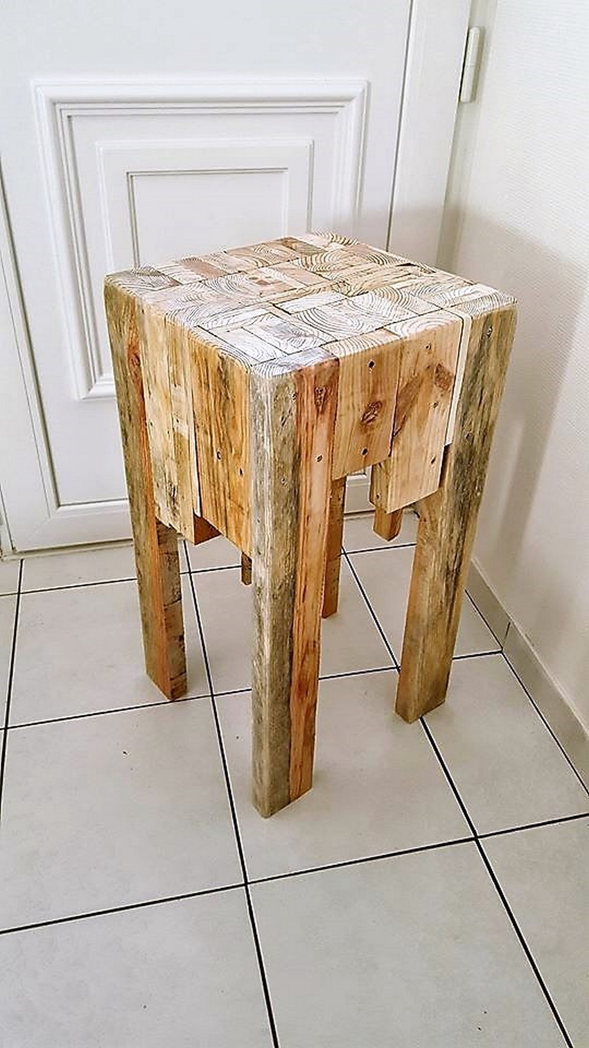 recycled-pallet-stool