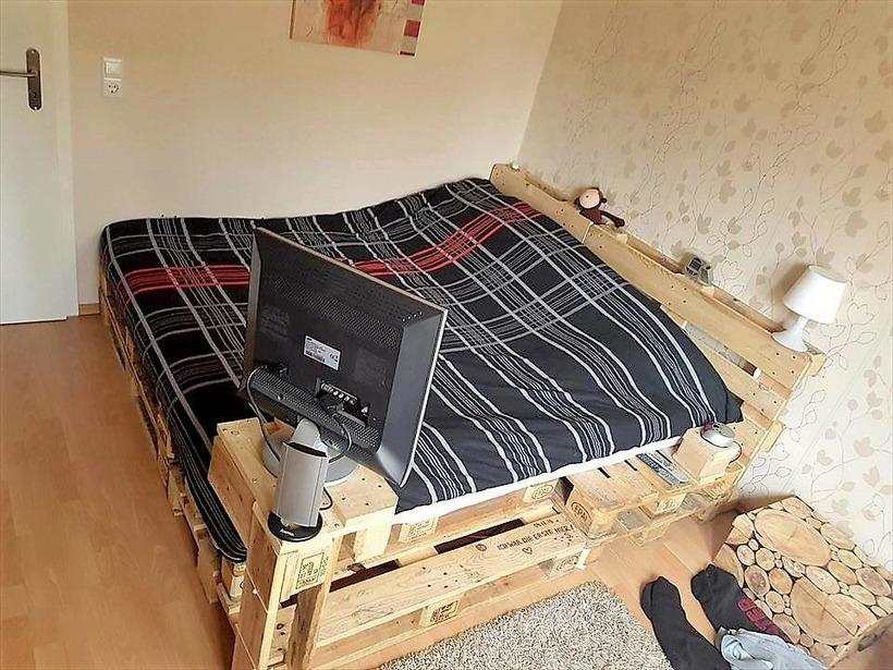 repurposed-pallet-bed