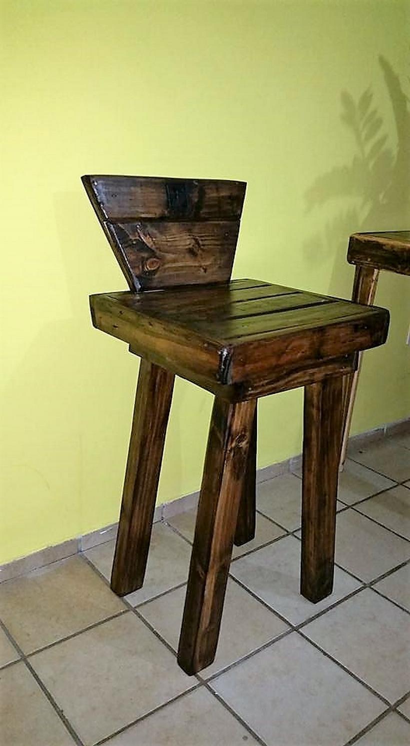 repurposed-pallet-chair