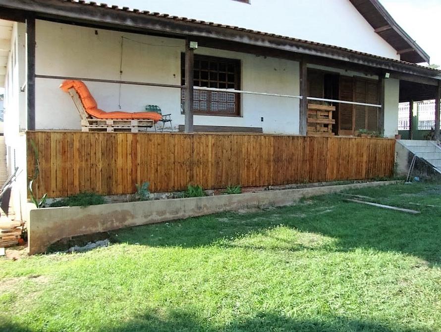 wood-pallet-garden-fence