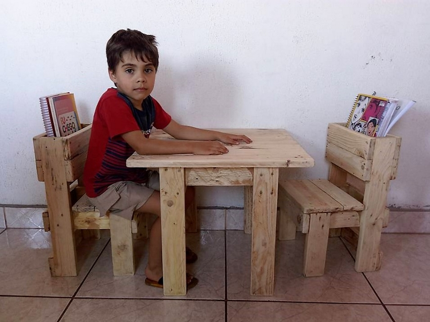 wood-pallet-kids-furniture