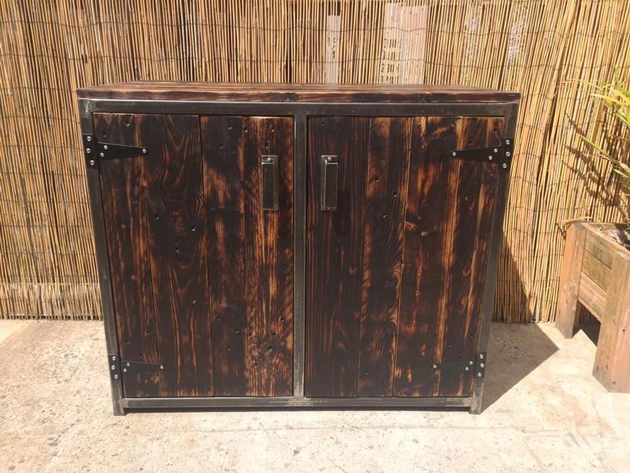 wood-pallet-patio-closet