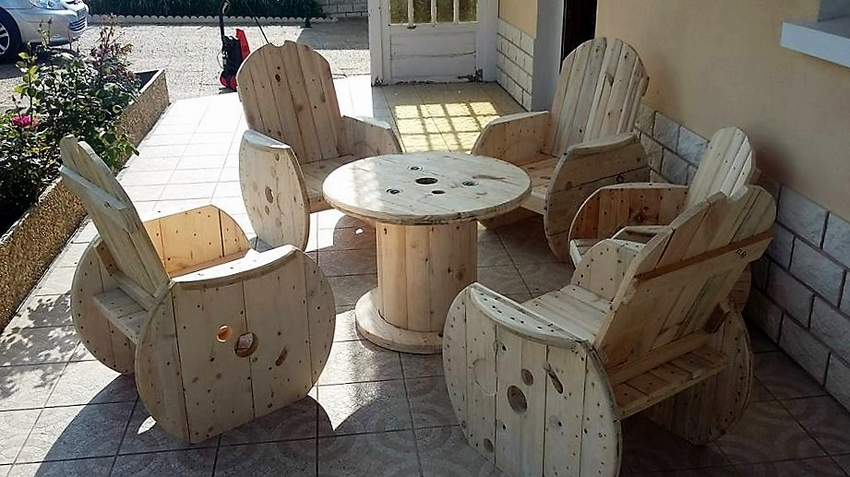 wood-pallet-patio-garden-furniture