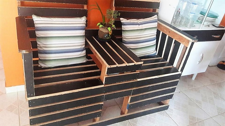 wood-pallet-patio-seating