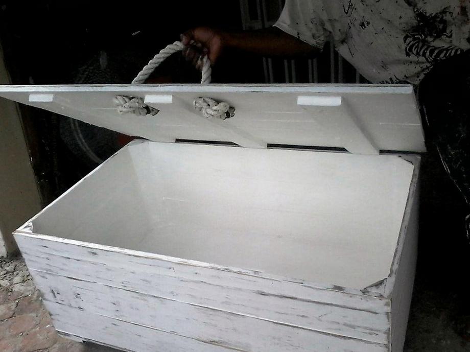Rustic White Wash Pallet Wood Kist   Pallet Ideas