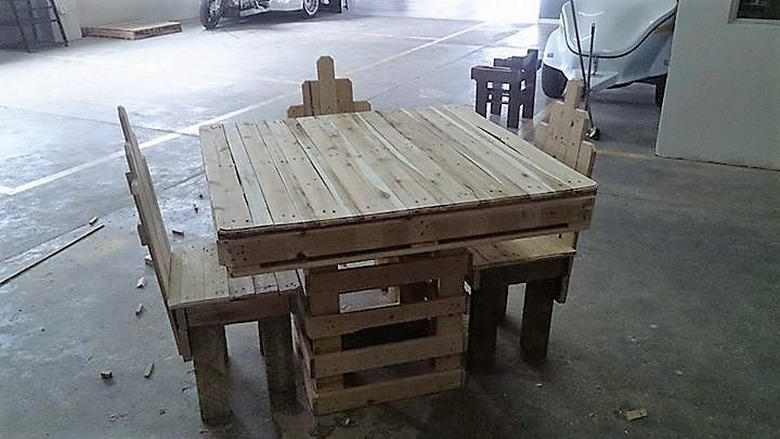 wooden-pallet-table-2