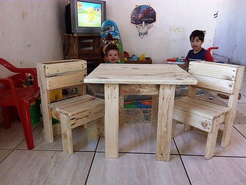wooden-pallets-recycled-furniture
