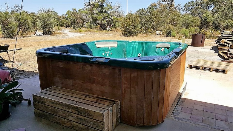 pallet-hot-tub-for-spa
