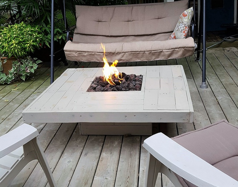 pallet-patio-table-for-winter