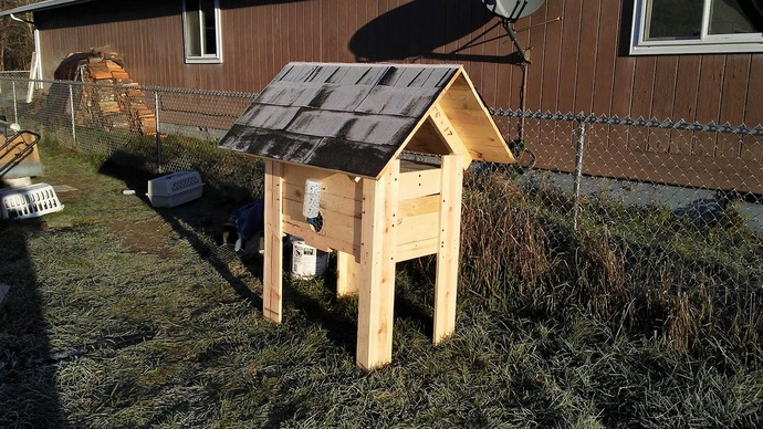 pallet-rabbit-hutch