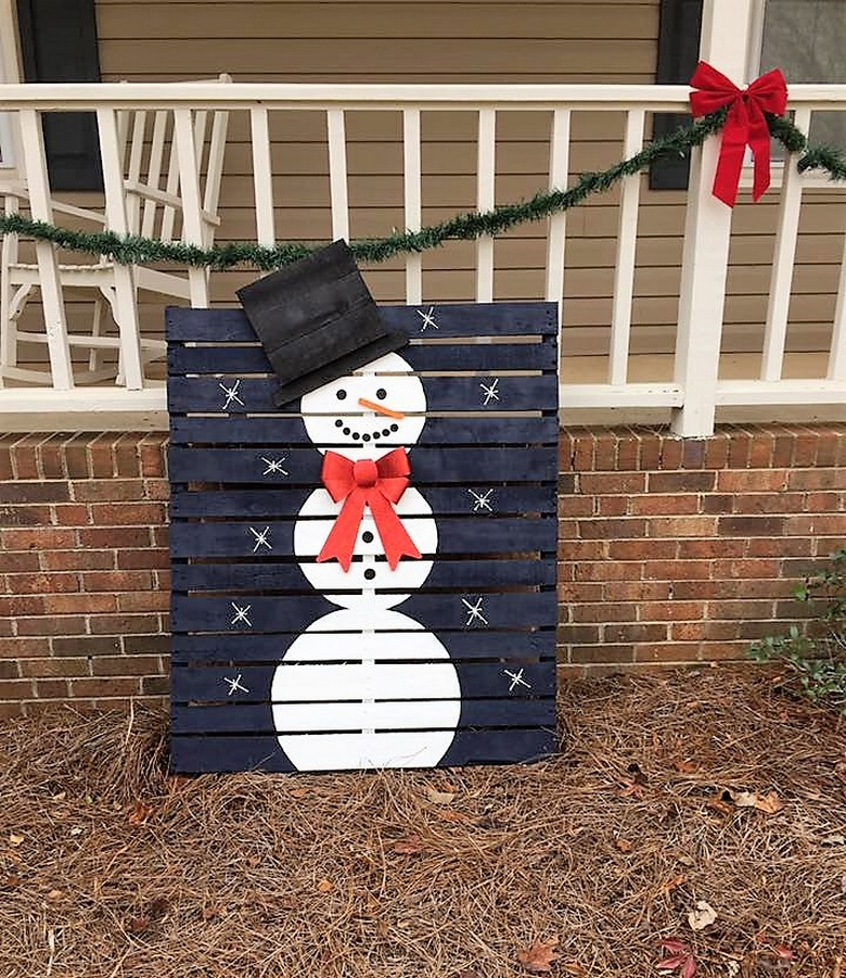 pallet-snowman-for-garden-decor