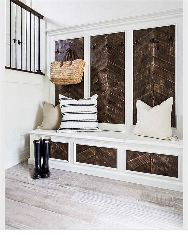pallet-wall-art-with-hanger-and-couch