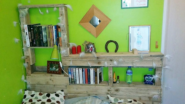 pallet-wood-bed-headboard-with-storage-shelves