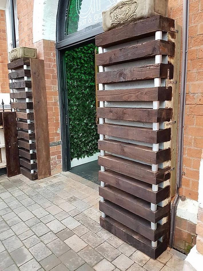 pallet-wood-entrance
