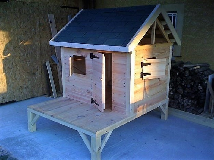 pallets-made-kids-playing-cabin