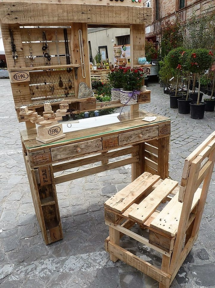 pallets-wood-mobile-vanity