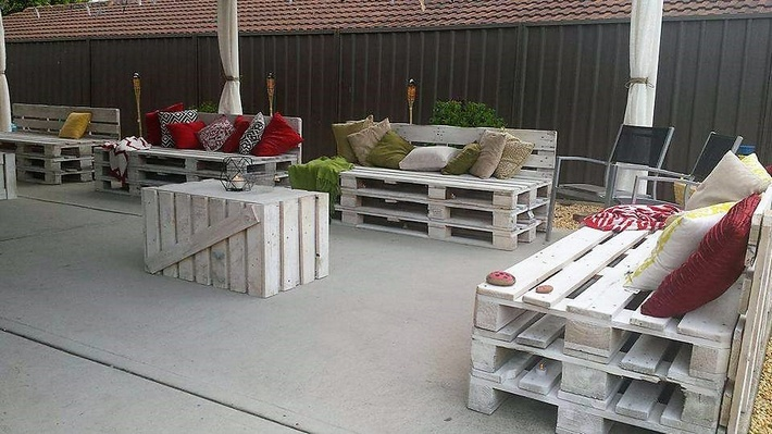 patio-furniture-made-with-pallets