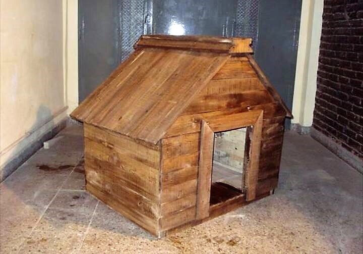 reclaimed-pallet-dog-house