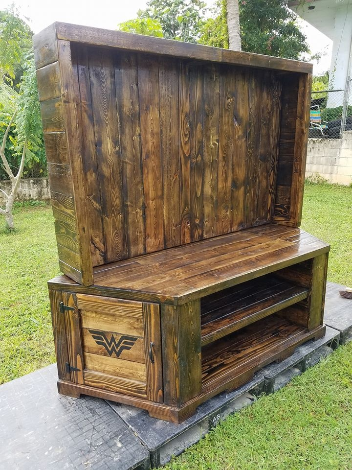 recycled-pallet-entertainment-center
