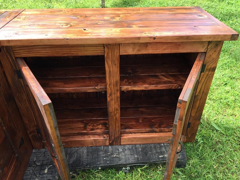 recycled-pallet-kitchen-island