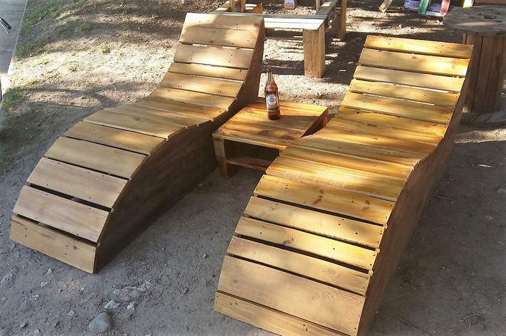recycled-pallets-sun-loungers
