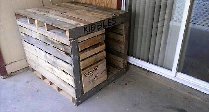 repurposed-pallet-dog-house