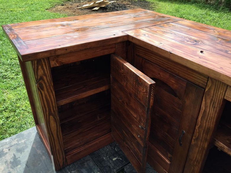 reused-pallet-kitchen-island