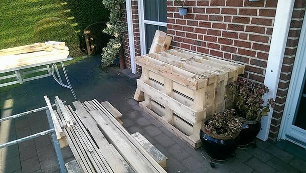 reused-wood-pallets-strandkorb-chair