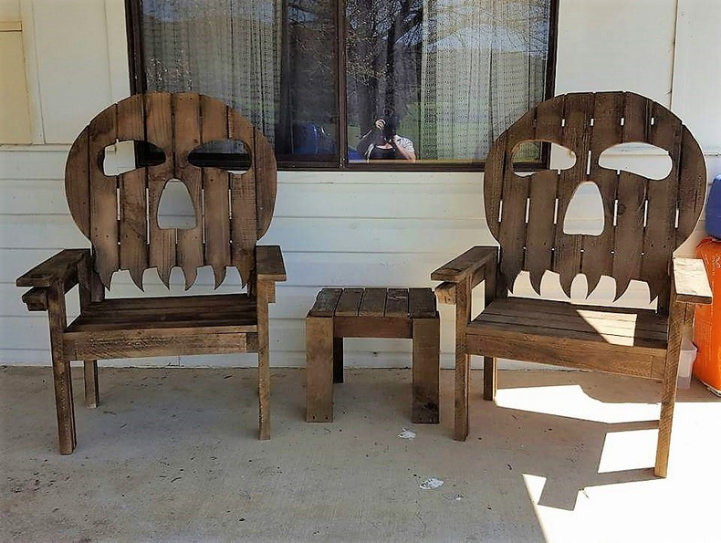 wood-pallet-twin-skull-chairs