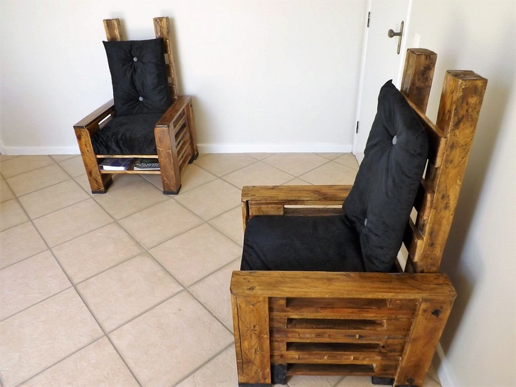wooden-pallet-chairs