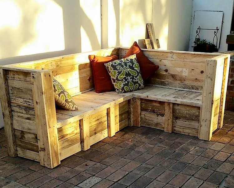 1 pallet patio seating
