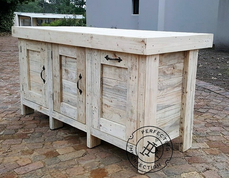 1 recycled pallet kitchen island