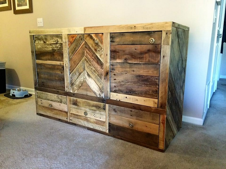 2-pallet-side-table-with-storage-drawers