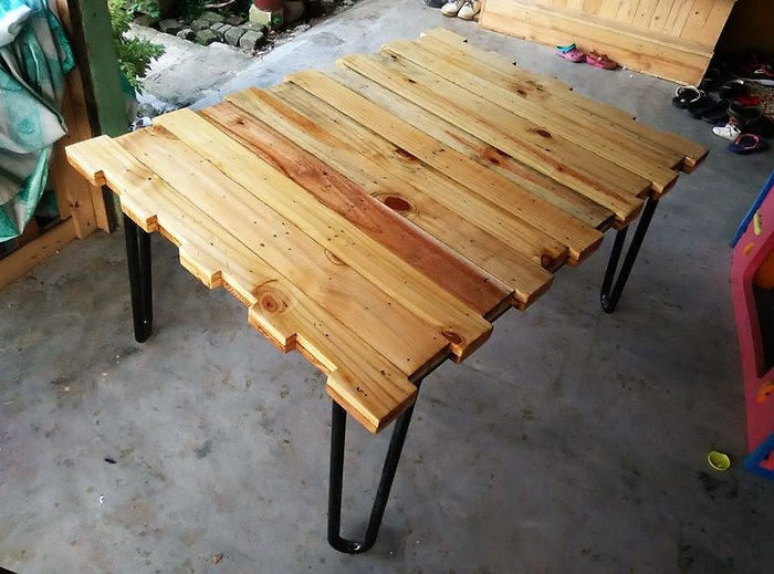 2 reclaimed pallet table