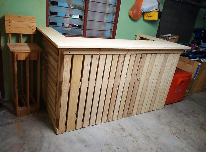 2 recycled pallet bar