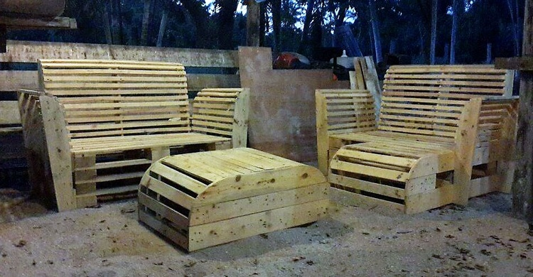 2 recycled pallet furniture
