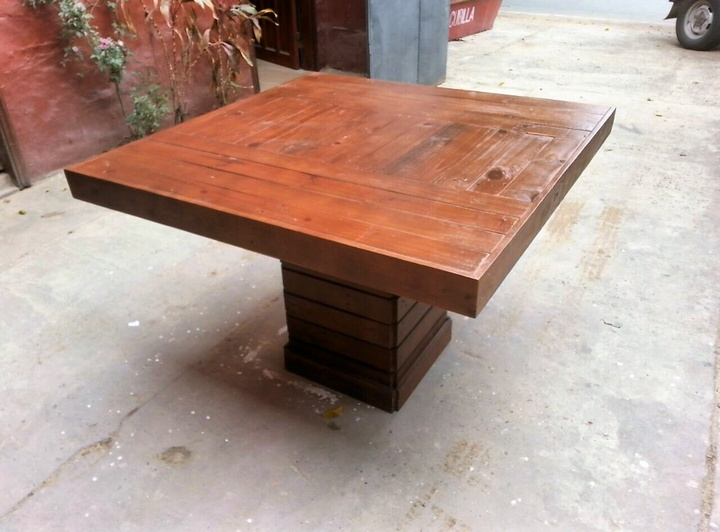 3-wood-pallet-table